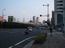 遠くに横浜の街が見えた。