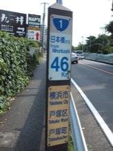国道1号をずっと歩く。