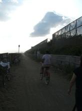 東海道を離れて、海岸沿いを歩く。