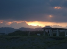 海岸と夕焼けと入道雲がなんだかすごくいい感じ